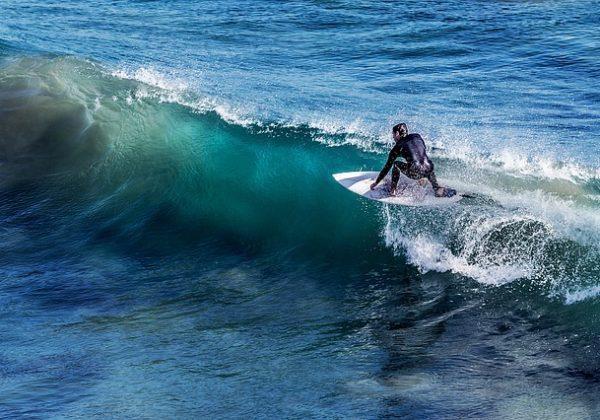 טיולי גלישה: מדריך לאנשים שמחפשים את הגלים הטובים בעולם